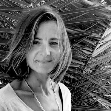 Portrait noir et blanc d'Isabelle Saint Macary